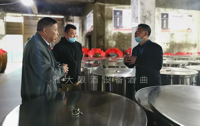 刘老师带学员考察雅大发酵车间700