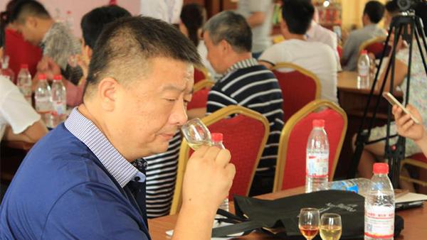电加热酿酒设备:如何通过闻香来鉴别七种陈香老酒?