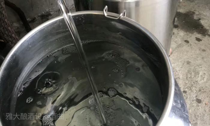 10.14用雅大烤酒设备接酒