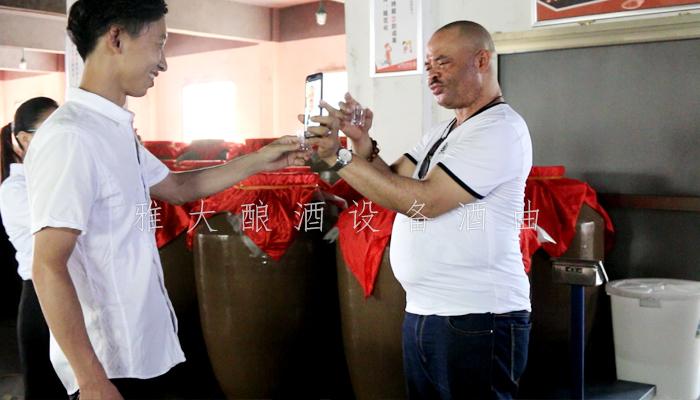 9.23-尼日利亚朋友来雅大考察酿酒蒸馏设备