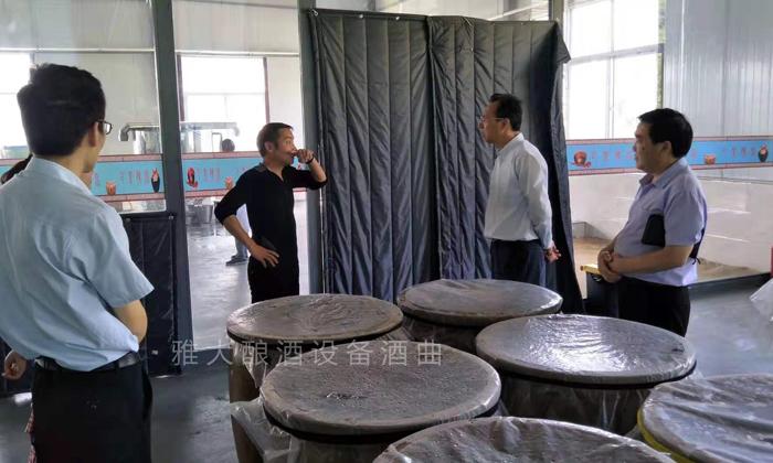 10.6让顾客参与中型酿酒设备做酒全过程