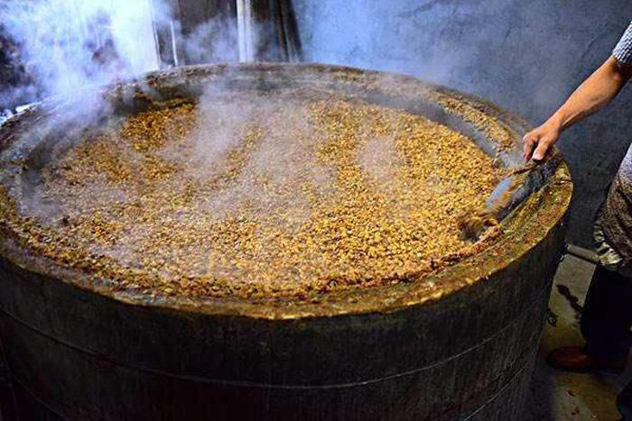 3.31传统整粒固态玉米酒的酿制方法-煮玉米