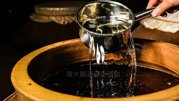 12.25白酒蒸馏设备酿造的窖藏纯粮酒