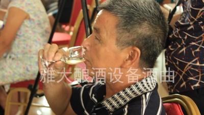 酿酒10年的老师傅说酒,用小型白酒设备酿酒多年才描述得如此准确