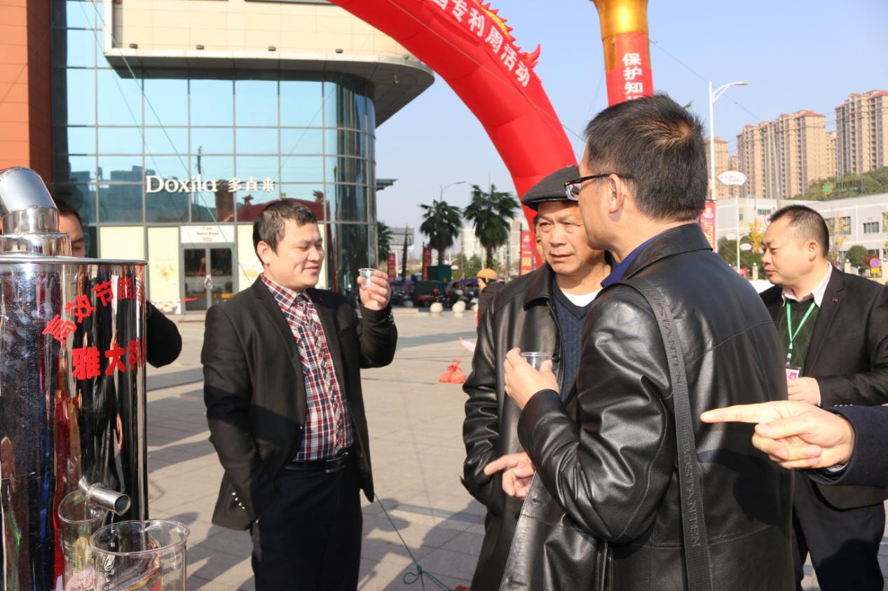 零陵区市场监督管理局参观雅大展会并现场品酒2