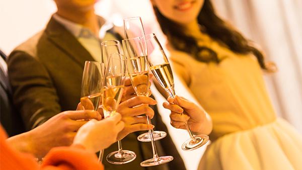 """果酒酿酒设备:新酒饮时代 """"制造愉悦感""""的果酒会是下一个风口吗?"""