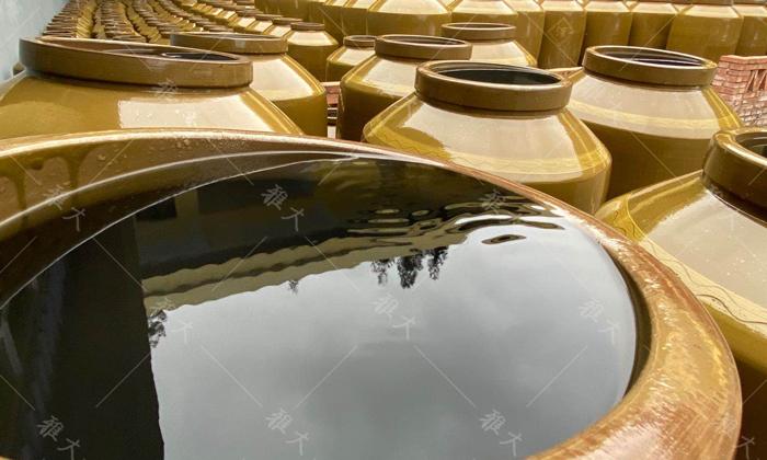 1.19新陶缸用水浸泡几天,清洗干净并沥干水分再用