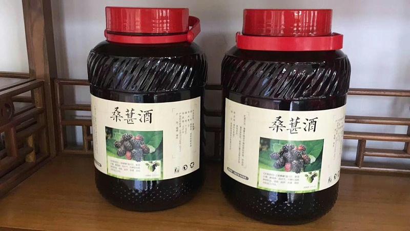 2.21发酵好的桑果酒