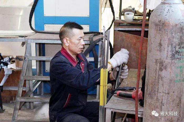 雅大科技蒋水生在酿酒设备厂工作