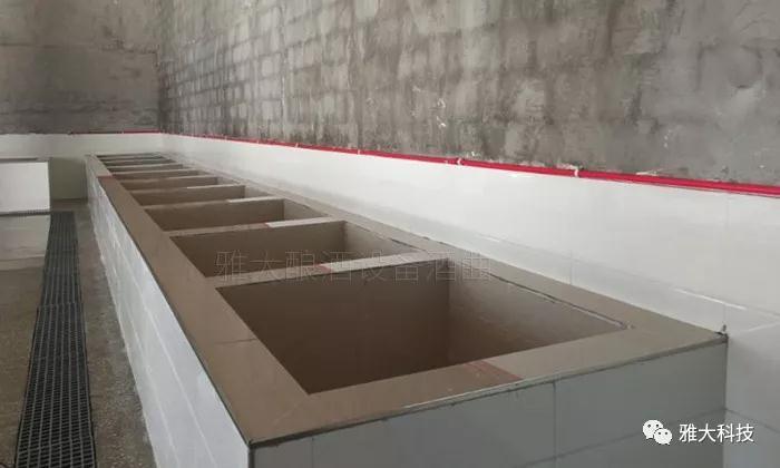 新建窖池窖底要建有排黄水口
