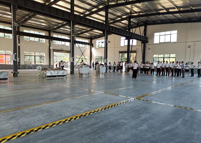8.5不锈钢酿酒设备厂内部结构