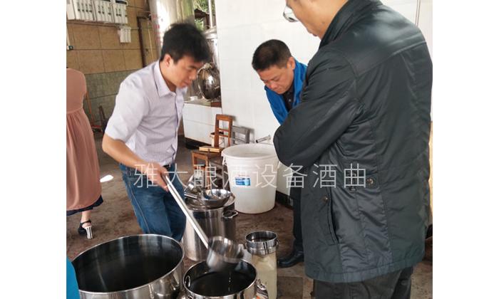 9.15品尝刚刚从酿酒蒸馏设备中蒸馏出来的头酒