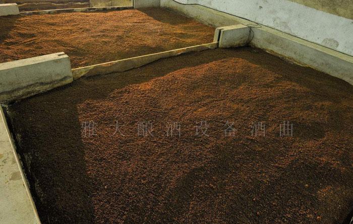 9.12高粱入池发酵,请控制好温度和酸度