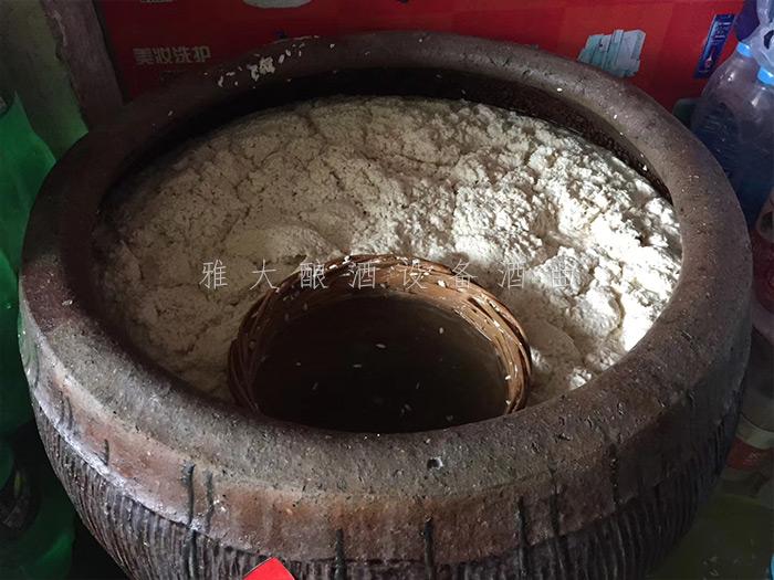 3.12帮顾客加工的大米酒正在发酵中