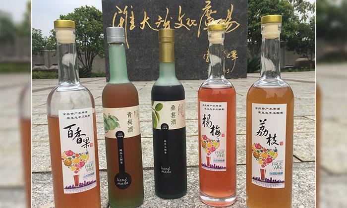 6.16雅大学员酿造的各种果酒