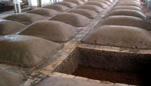 23-用白酒酿酒设备和古老的混蒸混烧工艺酿制浓香型白酒泥窖池2