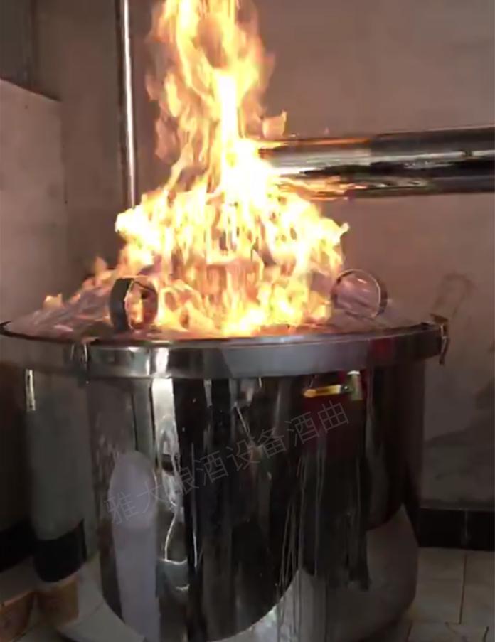 39-49度之间的白酒燃料产生红黄色火焰