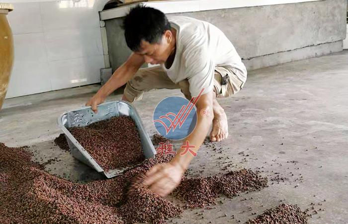 用雅大熟料酿酒设备酿造高粱酒
