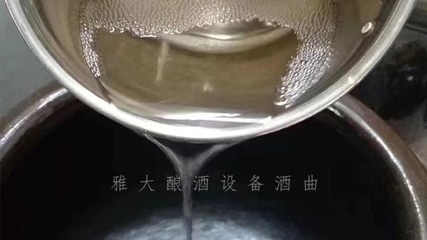 12.4刚刚用小型烧酒设备蒸馏的白酒