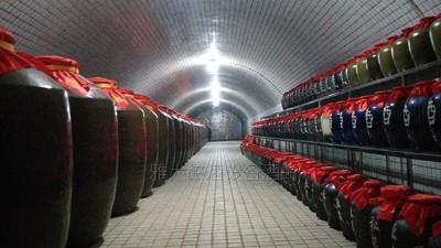 """用白酒生产设备做窖藏酒,怎样储存才能保证不""""跑酒""""?"""