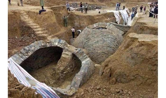 10.4古墓挖掘现场1