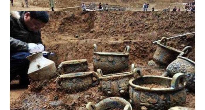 10.4古墓挖掘现场2-青铜器具