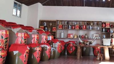 在农村弄套全自动酿酒设备开小酒坊,自产自销年赚十几万没问题