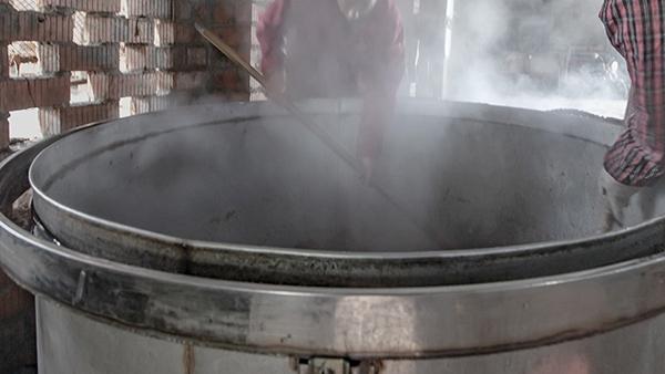 时隔三年,再次考察雅大不锈钢酿酒设备,却为酒坊扩大规模
