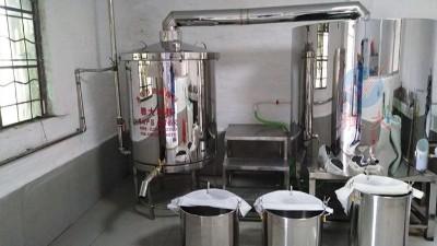用蒸酒设备做酒,这样做出酒稳定,出高度酒也多。