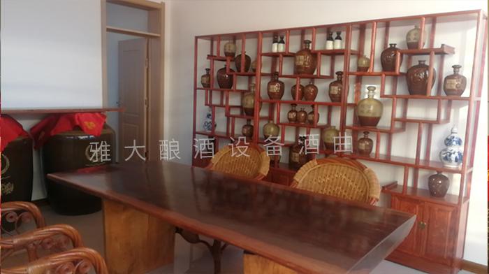 龙泉酒坊专门为游客设计的品酒接待室