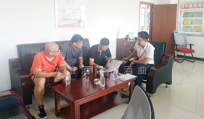 3个合伙人来雅大考察酿酒设备
