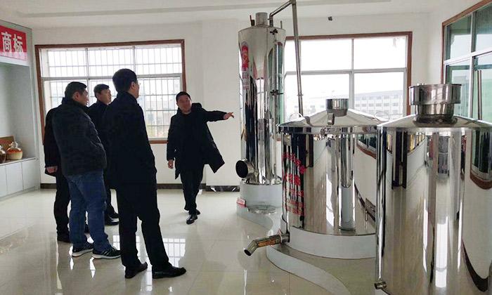 集团领导童总一行四人来参观雅大酿酒设备