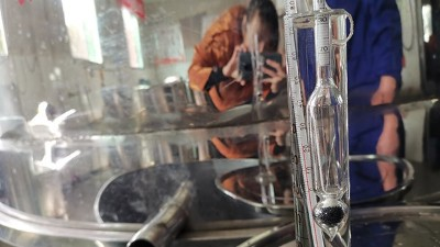 白酒蒸馏设备蒸酒时,接酒的度数如何处理?