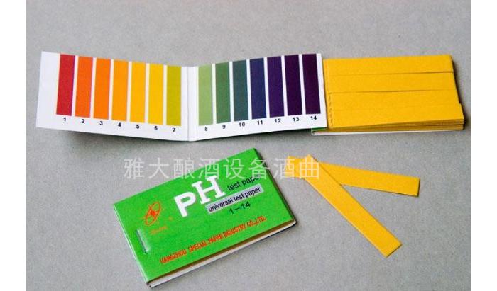 4.20用pH试纸测试水的pH值