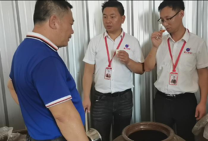 6.13山里郎酒厂陈总用雅大酒曲酿的大米酒入口绵甜