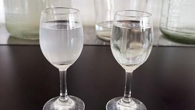 加水变浑浊的酒,就是酿酒机器酿造的纯粮白酒?