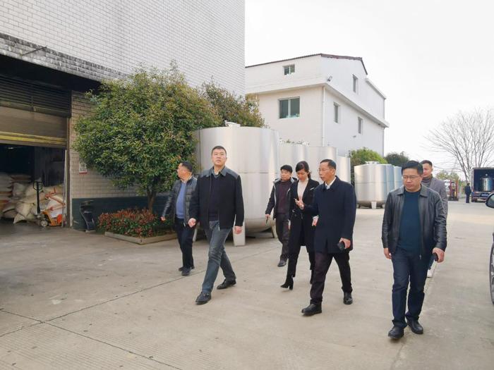 9李群辉常委副区长等领导一行人参观厂区