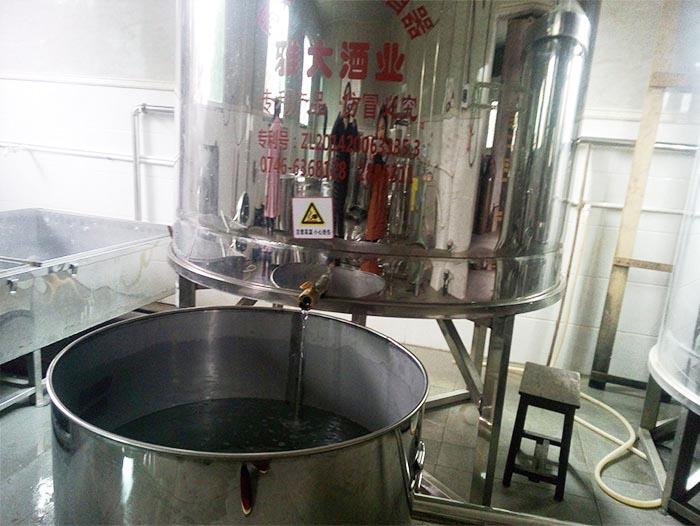 12.23用酿酒新设备蒸桃子酒
