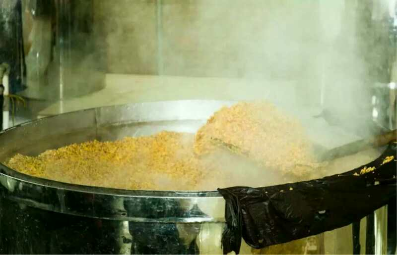 玉米酿酒设备蒸玉米时,要控制好开花率和含水量