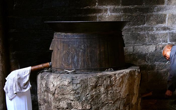 9.22用传统熟料酿酒设备蒸番薯酒