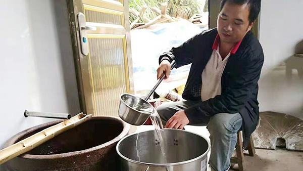 从厨师到酿酒师,用蒸馏酿酒设备酿出美酒,酿出红火日子