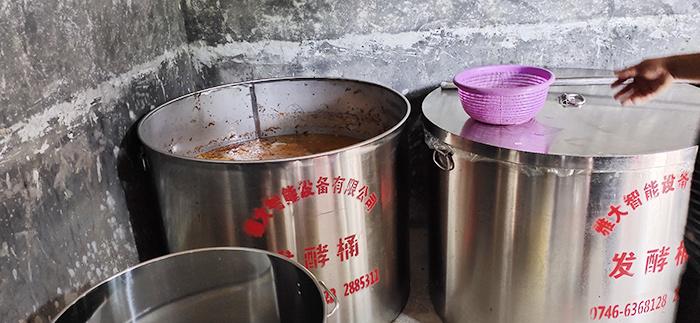 7.22发酵好的枇杷酒