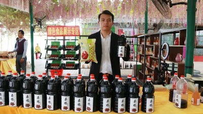 桑葚熟了,用果酒酿酒设备将它酿成酒营养又健康