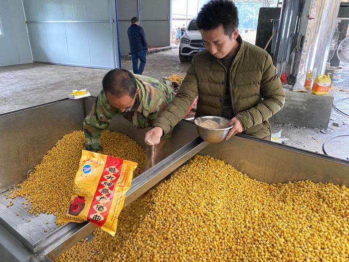 12.23雅大彭老师现场教学员煮玉米