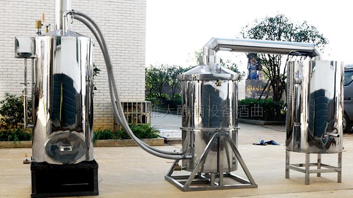 10.11雅大180°旋转自动倒料智能酿酒设备